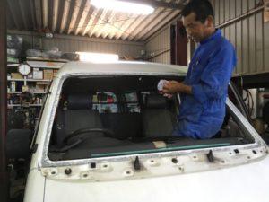 車のフロントガラス交換