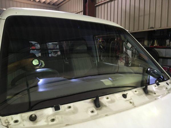 車のフロントガラス交換02